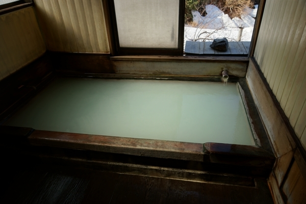 くろがね小屋の温泉1.JPG