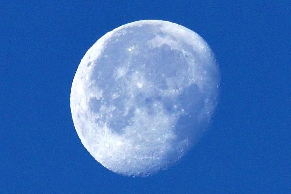 2013-01-01 初日の出時の月.jpg