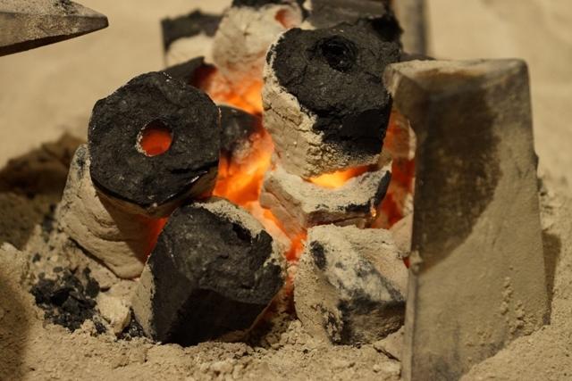 囲炉裏の火1.jpg